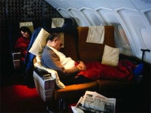 """בגין ישן במטוס. ככה הם רוצים לראות את רה""""מ שלנו."""