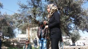 פעילת Youth Against Settlements