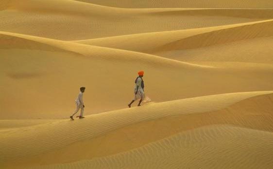 שני עמים אבודים במדבר החיים.