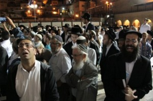 עצרת התפילה בכותל. לאן הולכות התפילות האלו? צילום: שלומי כהן, כיכר השבת