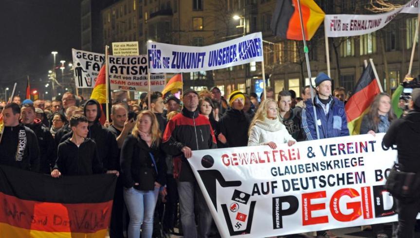 הפגנה של פגידה. משתמשים בתירוצים של היטלר