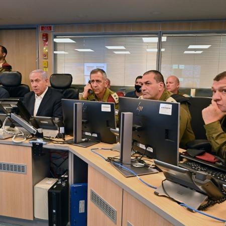 """הרמטכ""""ל כוכבי, ראש הממשלה נתניהו ושר הביטחון גנץ בתדריך., צילום: אריאל חרמוני / משרד הביטחון"""